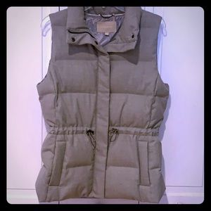 Banana Republic Down Vest. (M - Gray)